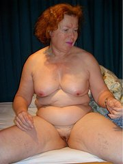 amateur wife in pantyhose undressing