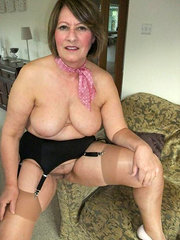 chubby breasted amateur wife showing her fuckable beaver